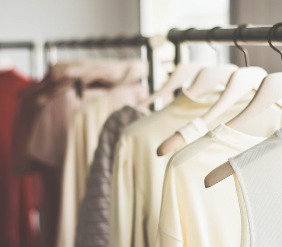 Diseño Intexteis percha con ropa